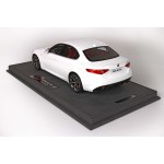 Alfa Romeo Giulia Veloce, Bianco Trofeo - Limited 20 pcs with Display Case by BBR