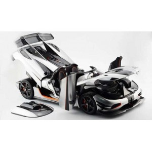Koenigsegg Agera One:1 Silver Full Open, Limited 150 pcs by FrontiArt (Scale 1/8)