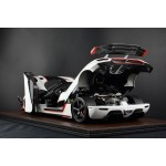 Koenigsegg Agera One:1 White with Red Stripe Full Open, Limited 50 pcs by FrontiArt (Scale 1/8)